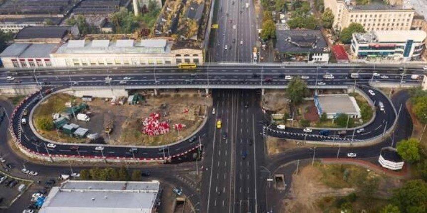 На Шулявском мосту начали устанавливать новое освещение