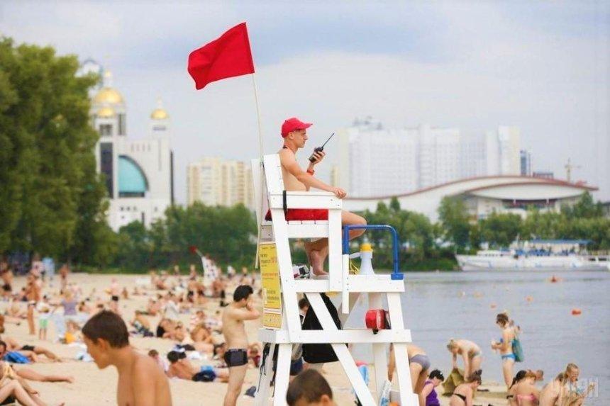Почти на всех муниципальных пляжах Киева запретили купаться: причина
