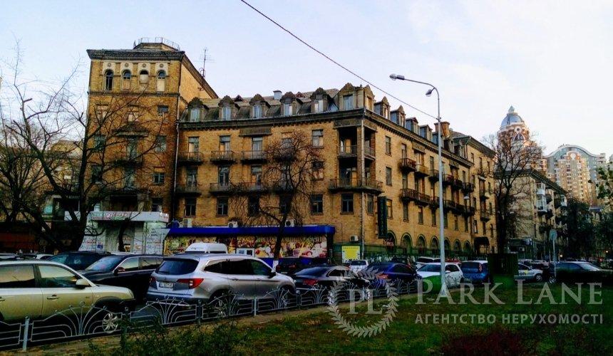 «Можно снести»: вцентре Киева продают заброшенный дом