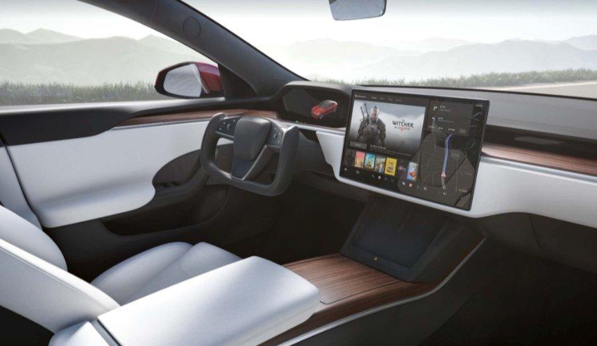 Tesla окончательно отказалась отрулевого колеса. Это вызвало критику