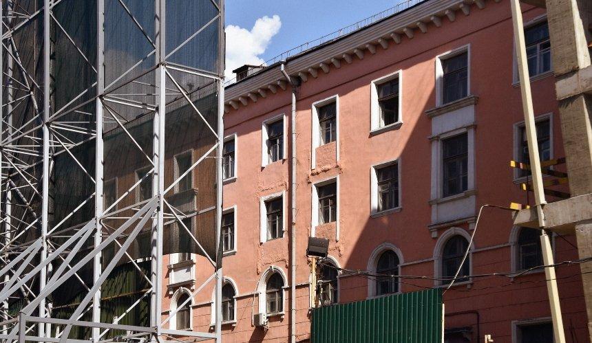 Возле «Тарелки» начали демонтаж самого старого дома наЛыбедской площади