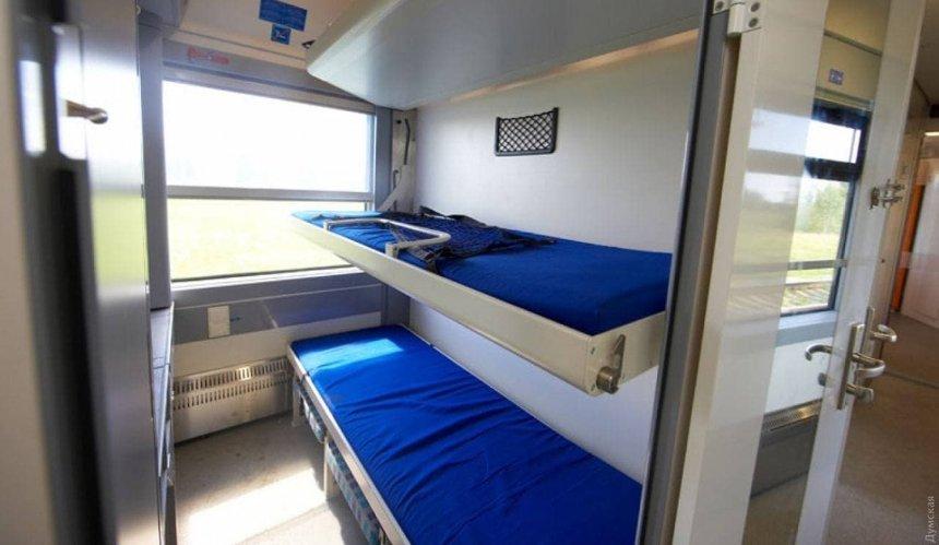 ИзКиева вОдессу запустили новый поезд спеленальными столиками идушевыми