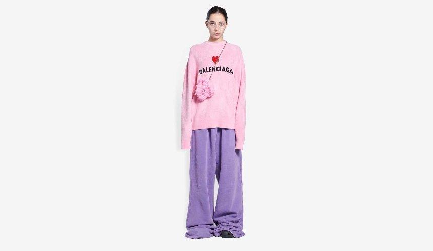 Balenciaga выпустил пушистые розовые сумки