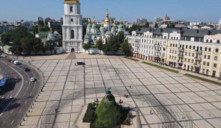 В центре Киева незаконно снимали рекламу с экстремальными трюками (обновлено)