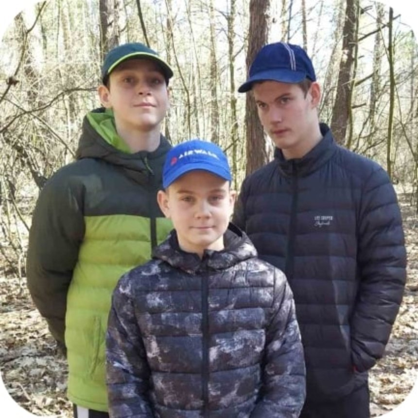 Максим (зліва), Артем (справа), Денис (по центру)
