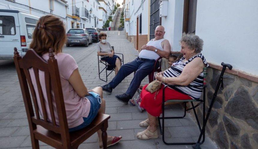 ВИспании вечерние разговоры наулице просят признать наследием ЮНЕСКО