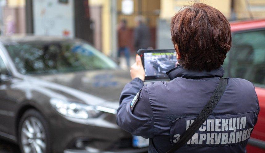 Работники оружейного магазина вКиеве напали наинспектора попарковке