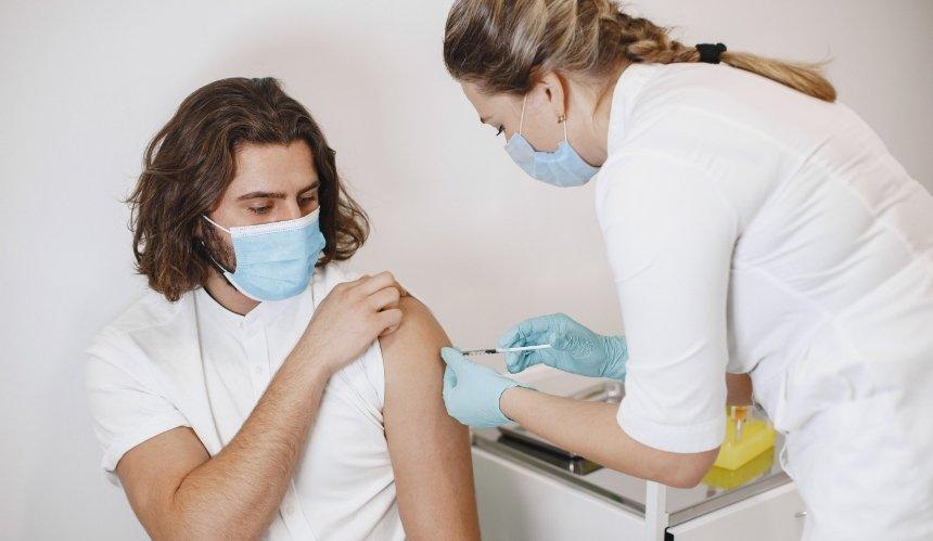 ВЕСизучают новые побочные эффекты вакцин Pfizer иModerna