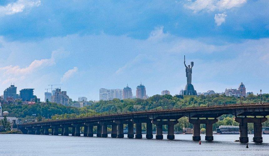 Расширят, обустроят велодорожки и весы для машин: как изменится мост Патона