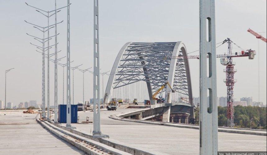 На Подольском мосту убирают опоры: его должны открыть до конца года