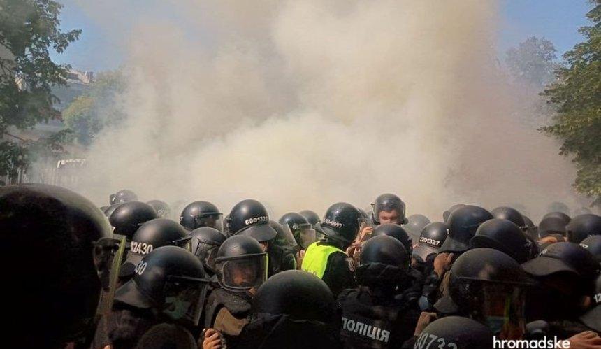Под ОП произошли столкновения националистов и полиции: есть пострадавшие