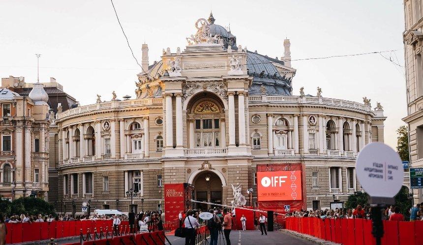 Одесский кинофестиваль торжественно открылся: кто пришел на красную дорожку