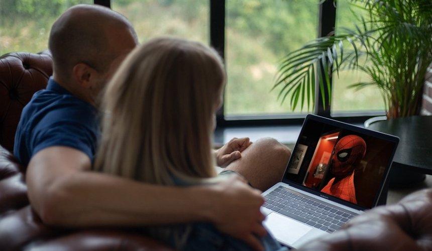 Привитые от COVID-19 смогут бесплатно смотреть фильмы в онлайн-кинотеатре