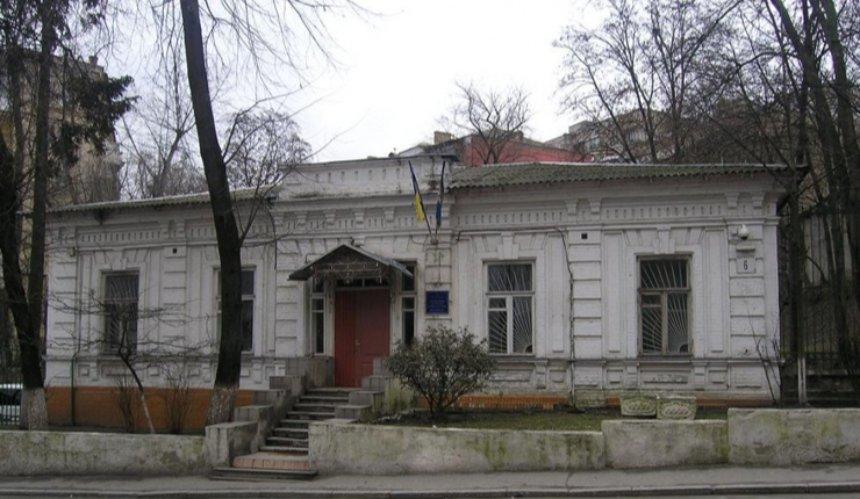 Вцентре Киева хотят снести усадьбу ХІХ века. Подъехала тяжелая техника