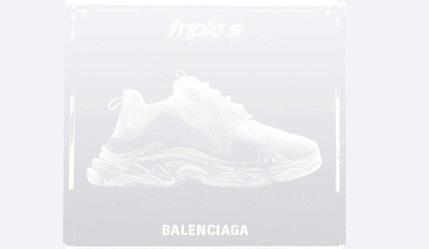 Balenciaga выпустила кубы с«парящими» кроссовками
