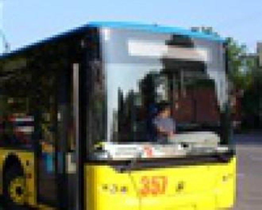 В Киев привезли новые автобусы и троллейбус