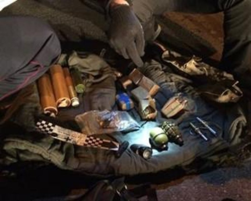 В Киеве милиция изъяла боеприпасы армейских образцов (фото)