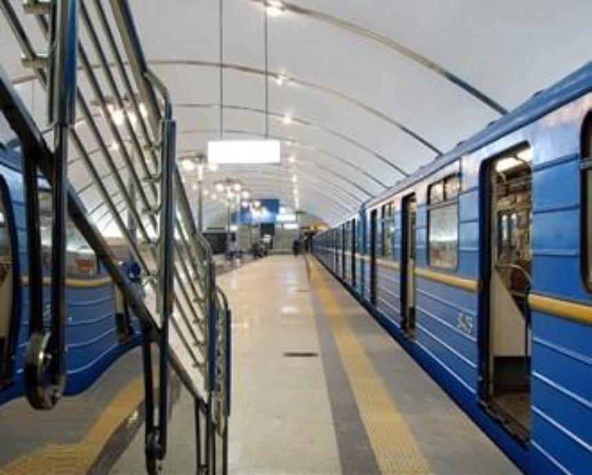 Новшества в киевском метро: пассажиров отучают от жетонов и готовят к подорожанию проезда
