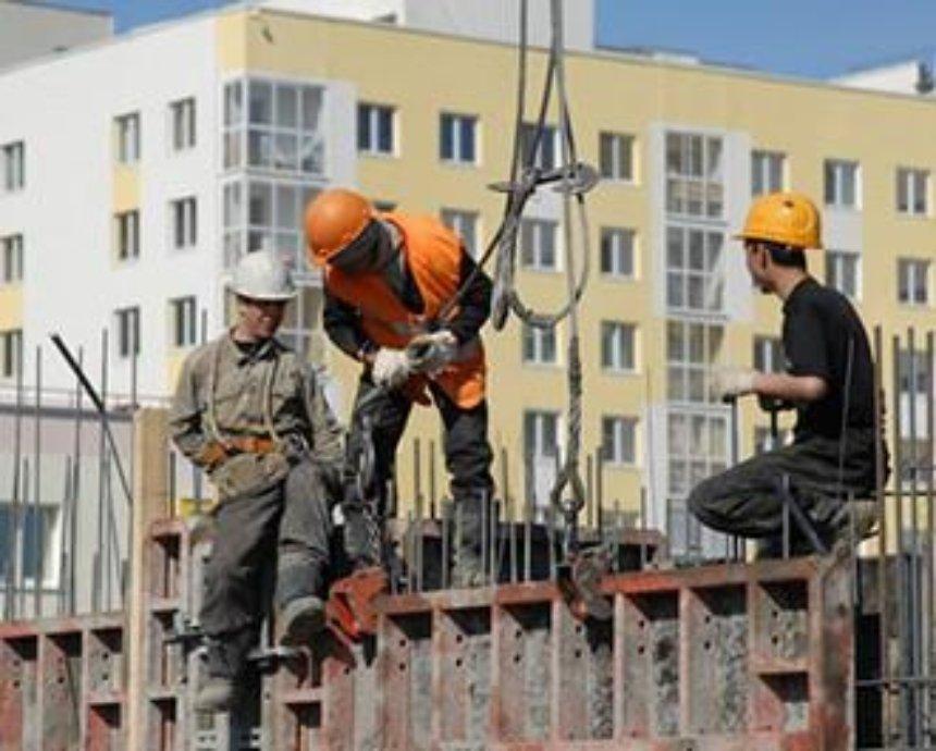 В Святошинском районе во время работы упали двое высотников