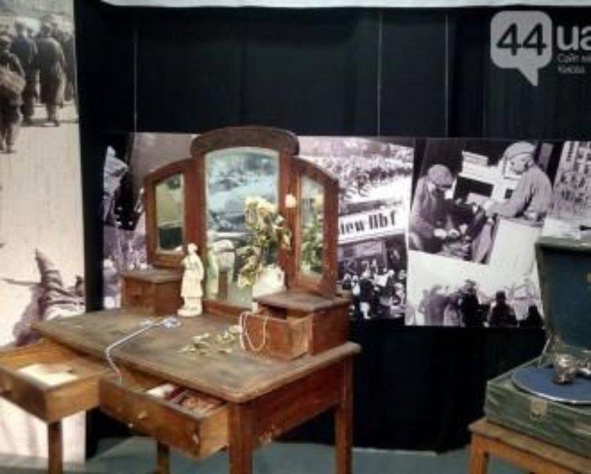 В Киеве открыли выставку памяти Бабьего Яра (фото)