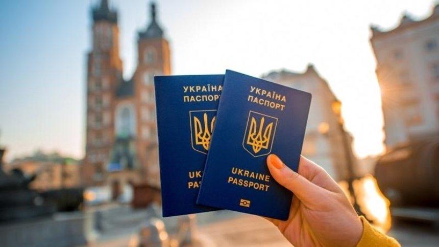 Українці зможуть їздити до Уругваю без віз