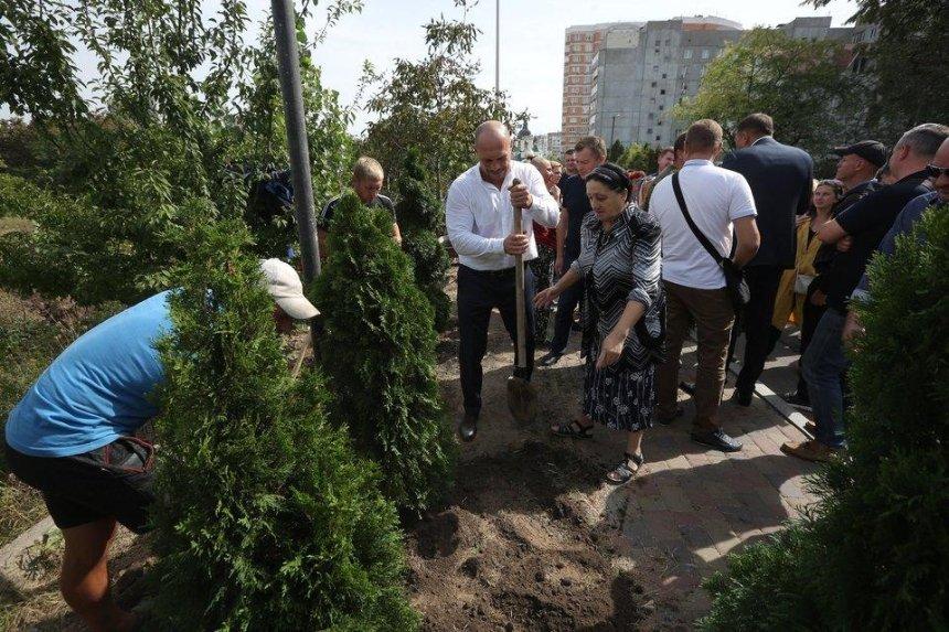 У Вишневому почалося будівництво парку на місці скандальної забудови за участі Іллі Киви