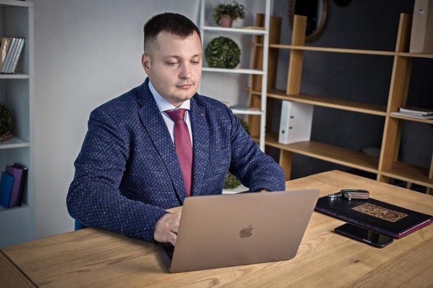 Юрист Александр Ягодка: страховые компании за счет ОСАГО наживаются на водителях, не выполняя своих прямых функций