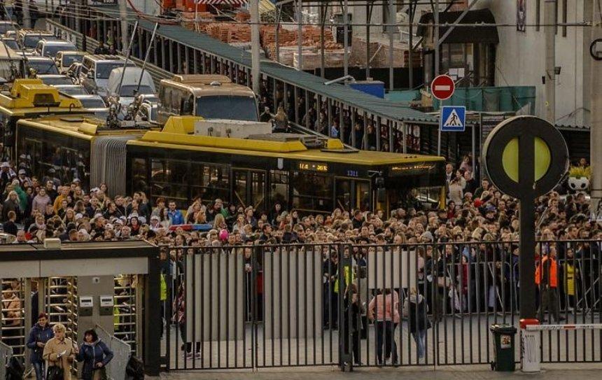 Из-за концерта Энрике Иглесиаса образовалась огромная пробка (фото, видео)