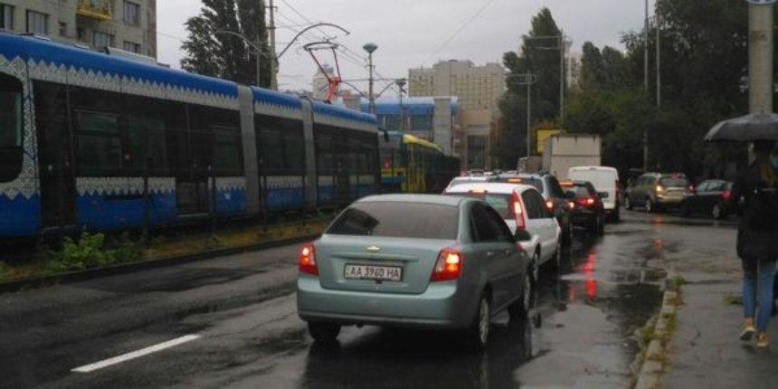 В Киеве остановились скоростные трамваи