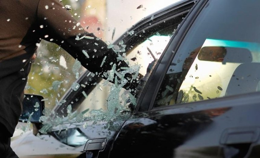 В центре столицы ограбили автомобиль известной телеведущей