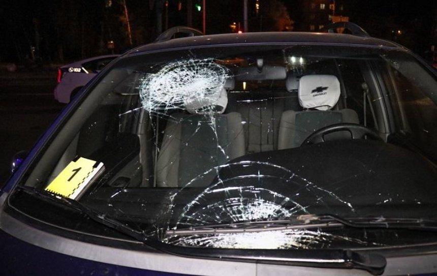 На Гавела автомобиль сбил пешехода на тротуаре (фото)
