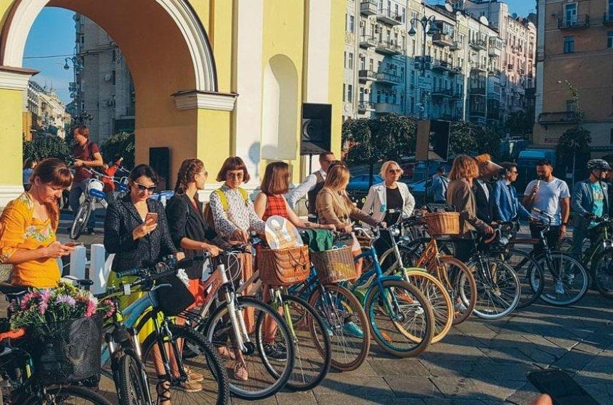 На Майдане прошла акция «Навелосипеде наработу» (видео)
