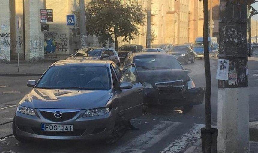 Из-за ДТП на Подоле остановились трамваи (фото)
