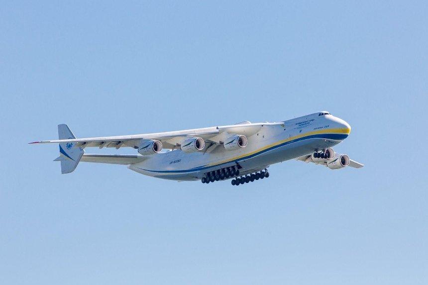 Украинский самолет-гигант «Мрия» совершил безостановочный перелет вСША (фото, видео)