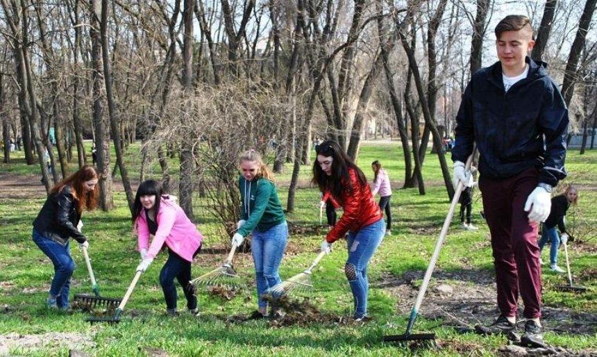 Жителей столицы приглашают присоединиться к уборке парка Партизанской славы