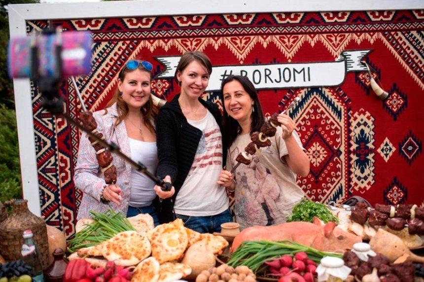 Роботы, вино, выступление Mgzavrebi и еще 7 причин пойти на Большое грузинское застолье