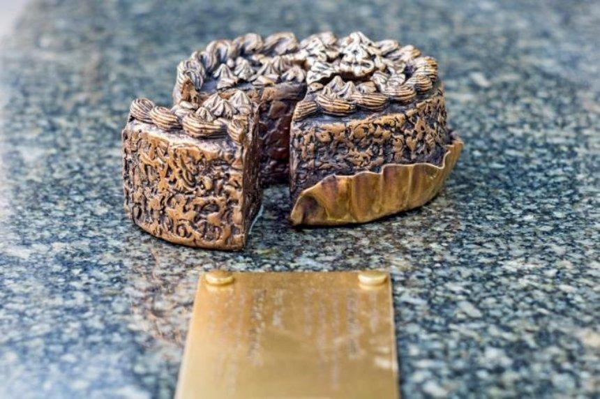 На Крещатике пропал миниатюрный киевский торт