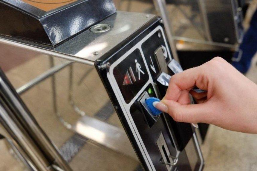 В метро рассказали, почему подземка ограничивает продажу жетонов