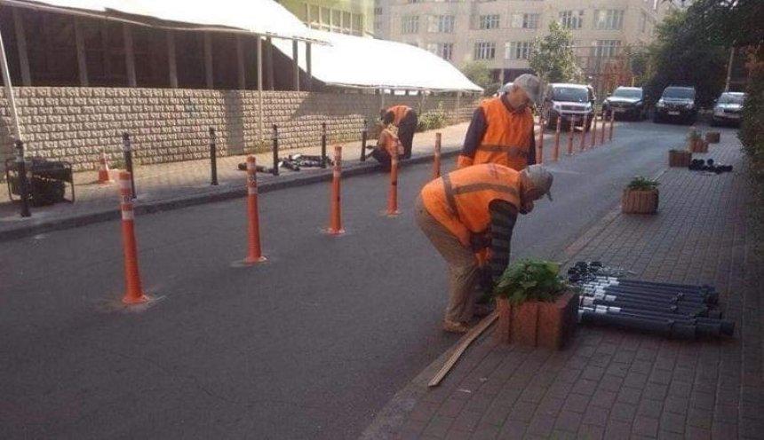 Днепровскую набережную защитили от незаконной парковки