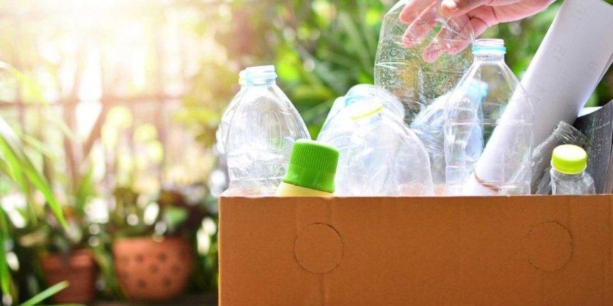 «Україна без сміття» начала принимать бутыли из-под воды икомпакт-диски