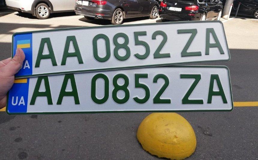 ВУкраине начали выдавать «зеленые» номера для электромобилей