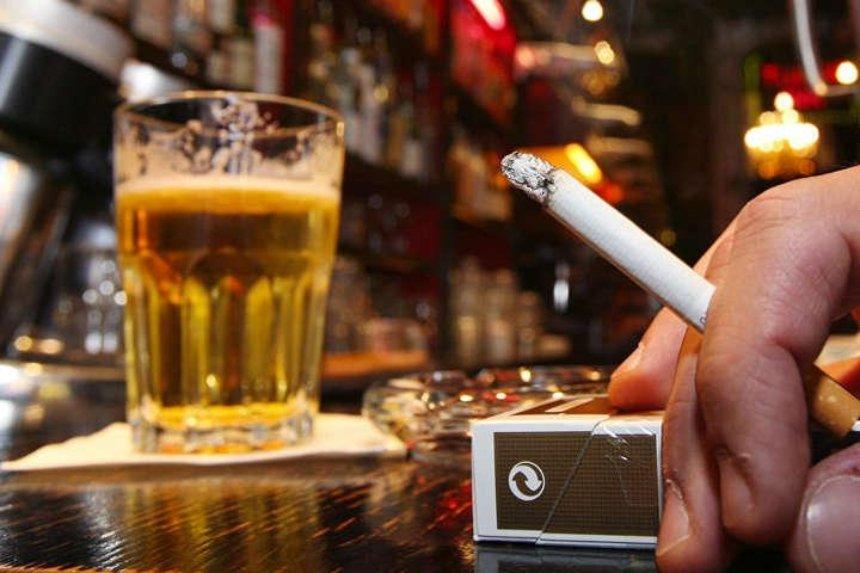 В Украине могут запретить продавать табак и алкоголь ночью