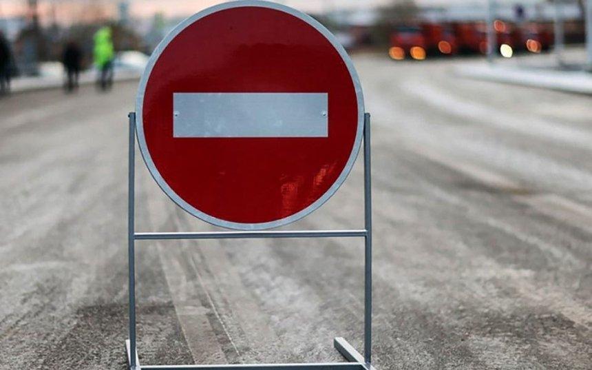 На путепроводе под Киевом закрыли движение транспорта: схема объезда