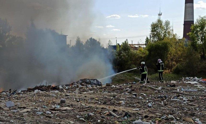 На свалке в Дарницком районе загорелся мусор