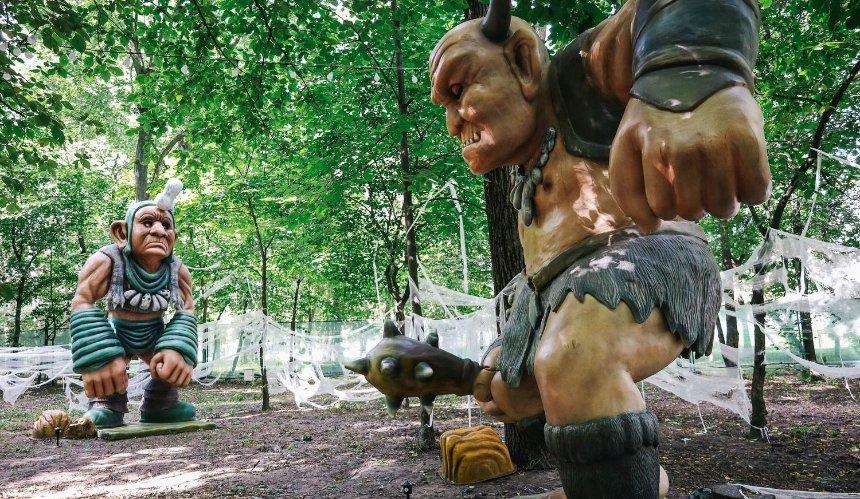 Как выглядит выставка «Мир Великанов» в Голосеевском парке