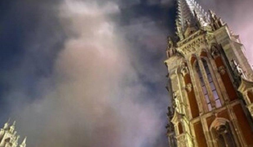 В Киеве горит Костел святого Николая (обновлено)