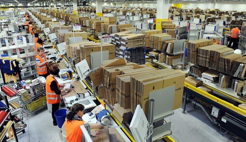 Amazon будет платить своим сотрудникам запунктуальность