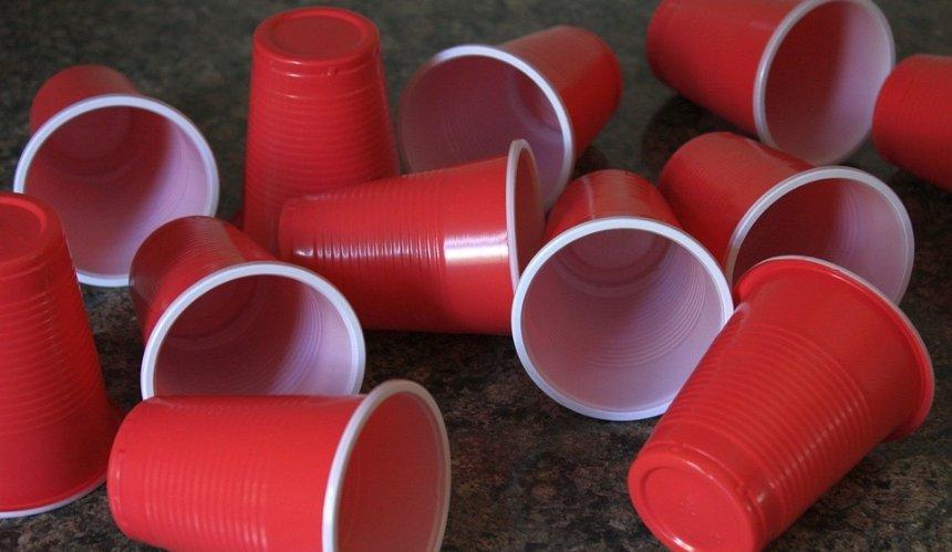 Борьба с пластиком: в Украине хотят запретить одноразовую посуду