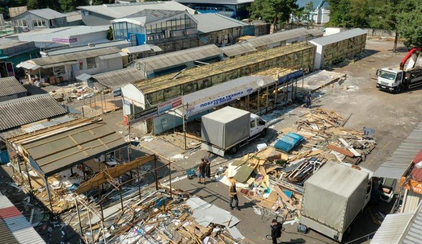 НаЛесном массиве сносят незаконные МАФы возле рынка «Юность»
