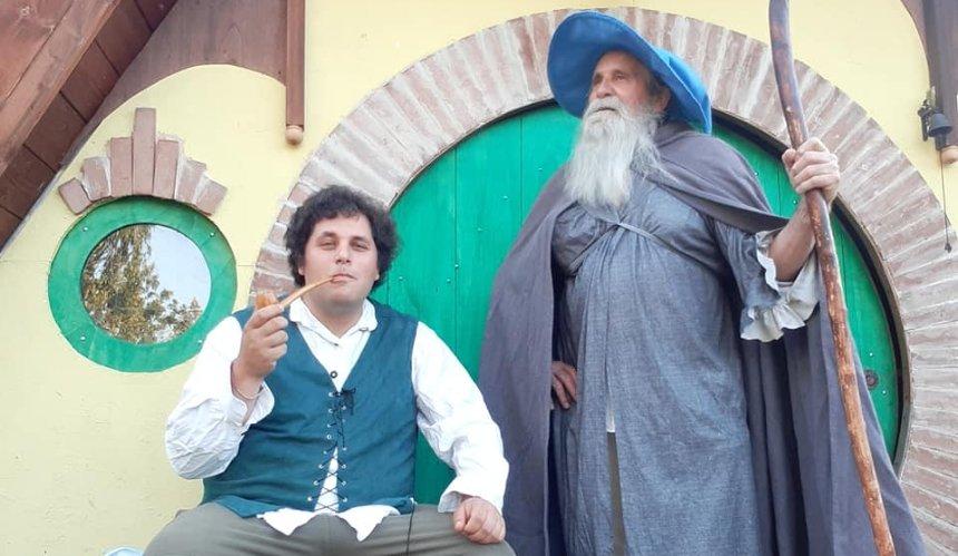 ВИталии фанат Толкина живет как хоббит изаботится оприроде